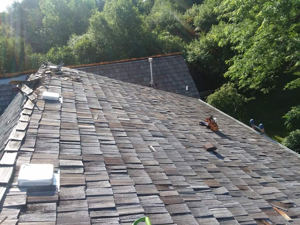 roof shingle installers